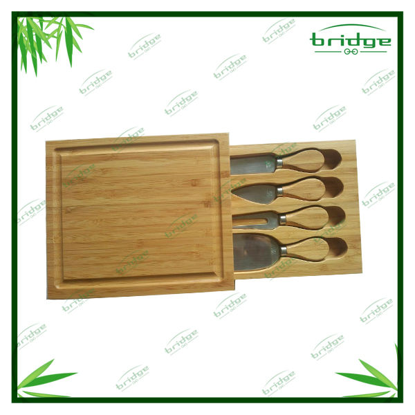 Beauty Square bamboo cheese board with knives