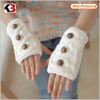2016 Wholesale cheap acrylic wool gloves white knitted gloves girls gloves with button