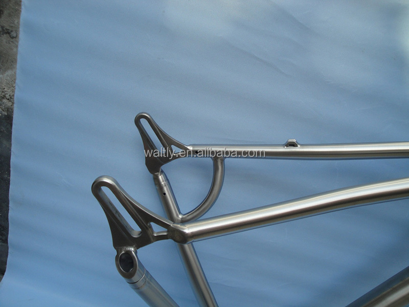 Cheap and light weight titanium road bike frame in China