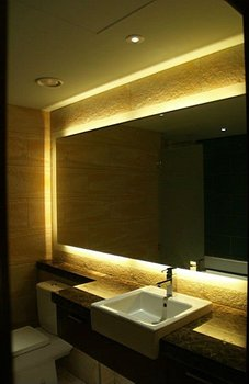 Modern Bathroom Light Mirror Backlit Wall Mirrors 16 Years Supply For Hotels