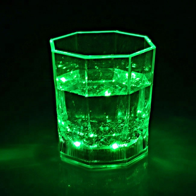Taza 018 100-200 ml 2018 popular flash led plástico LED whisky tazas