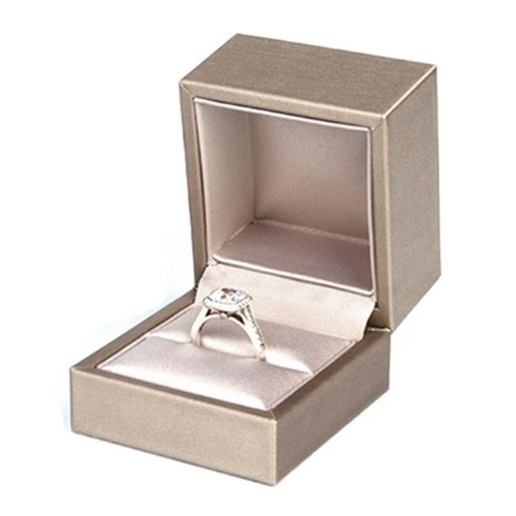 Custom Logo Luxury Pu Leather Golden Fancy Single Jewelry Finger Ring Bo For Women And S