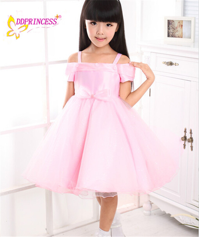 Linda Chica De Moda Desgaste Del Partido Ropa Rosa Claro Vestido De ...