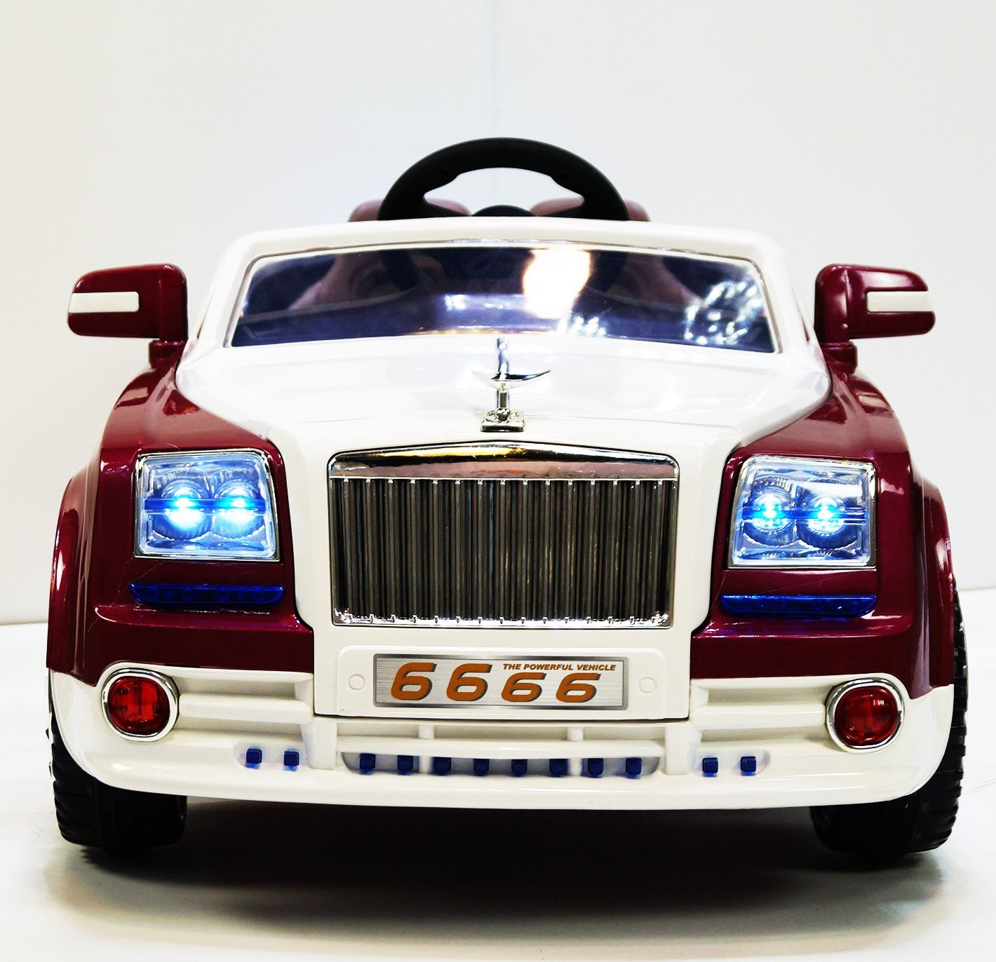Ride on car ROLLS ROYCE style. Electric car to ride. Mp3. 2 motors, 2 batteries, total 12V. With remote control for kids from 2 to 7 years old. Two speeds.