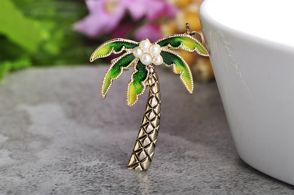 Good Quality Wholesale Cute Green Coconut Tree Flower Shape Brooch Jewelry Designer Pearl Enamel Plant Pin Brooch Women