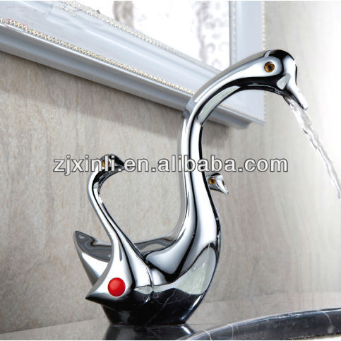 Deck Mounted Brass Wash Basin Faucet, Chrome Color and Swan Shape
