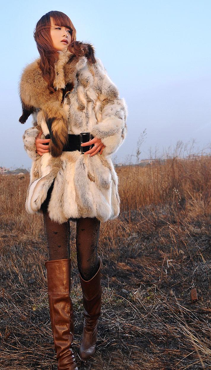 Кроличий мех пальто с енот мех / дикие длинная женщины в мех одежда genunie кроличий мех куртка TF096