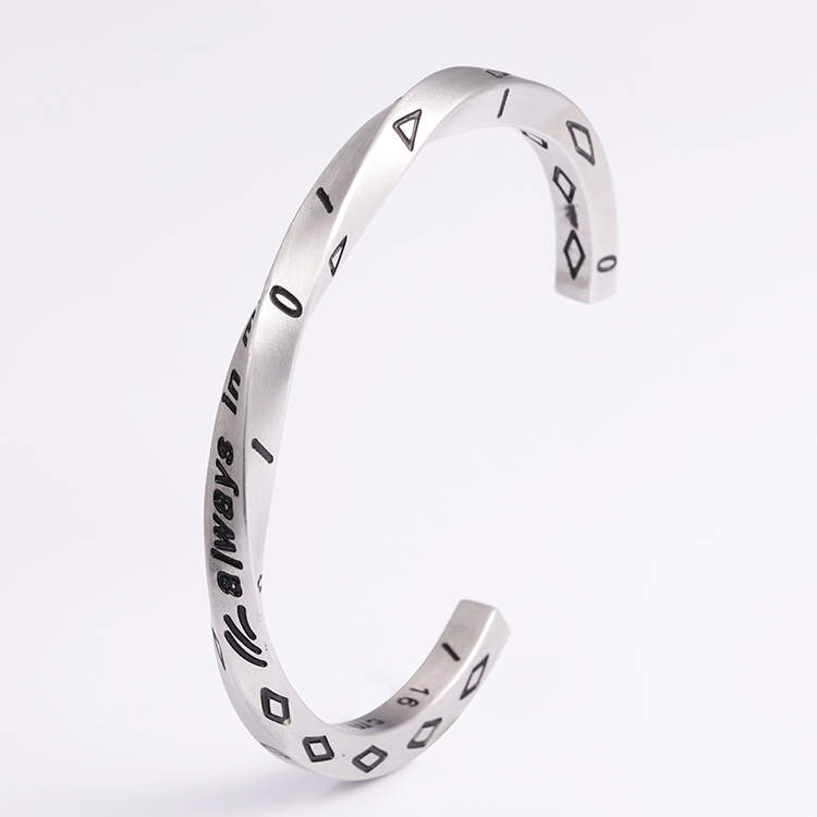 Custom ladies black bracelet stainless steel fashion cuff women bracelet jewelry