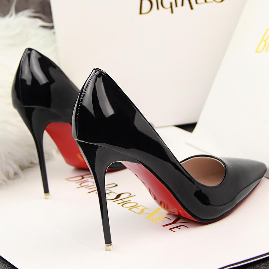 chaussure pour femme avec semelle rouge