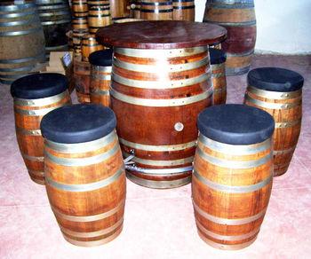 tavoli e sedie da arredamento per pub e bar da botti in On botti usate per arredamento