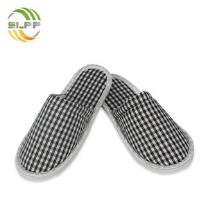 Durable cotton check fabric unisex slipper for indoor use