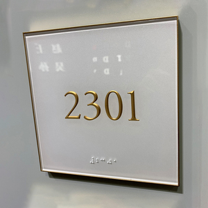 Customized modern hotel sandblasting clear acrylic door number plates braille signs