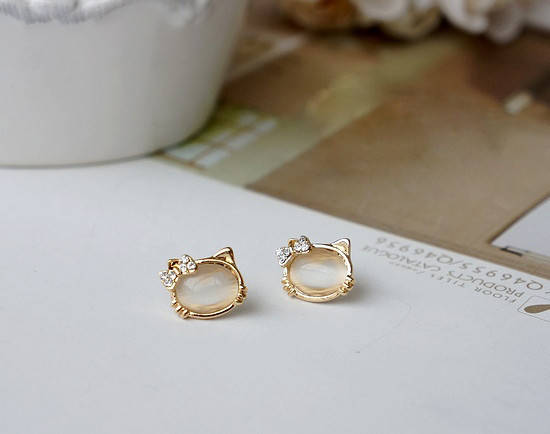 827656cd5 Hello Kitty Earrings