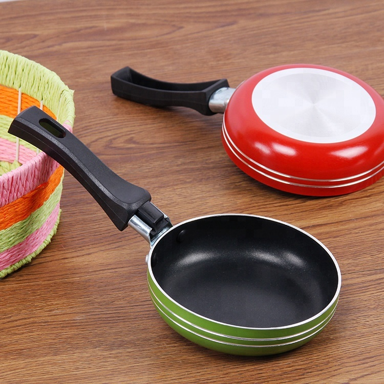 Amazon hot selling mini colorful Aluminum alloy frying pan egg fry pan with Plastic handle
