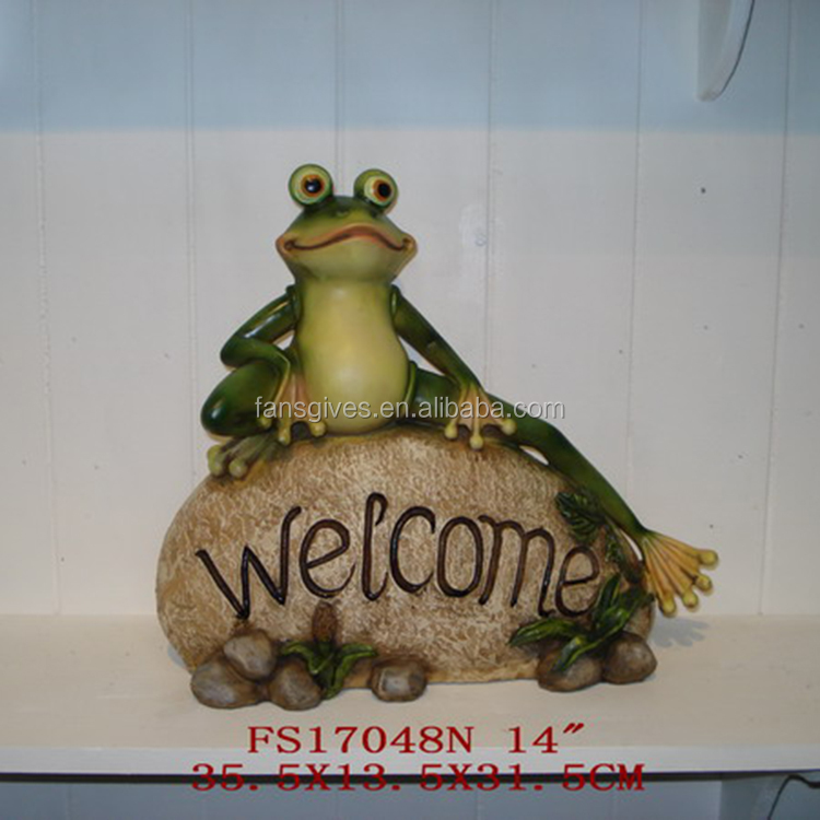 Polyresin animal statues green frog figurines welcome sign garden decoration