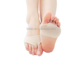 Metatarsal protector bunion sleeve toe socks