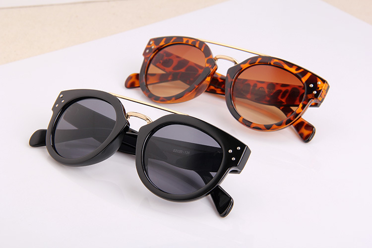 Fashion Brand Big Frame Sunglasses Eyewear Vintage Men Goggles Women Metal Rivet UV Protection Sunglasses Ultraviolet