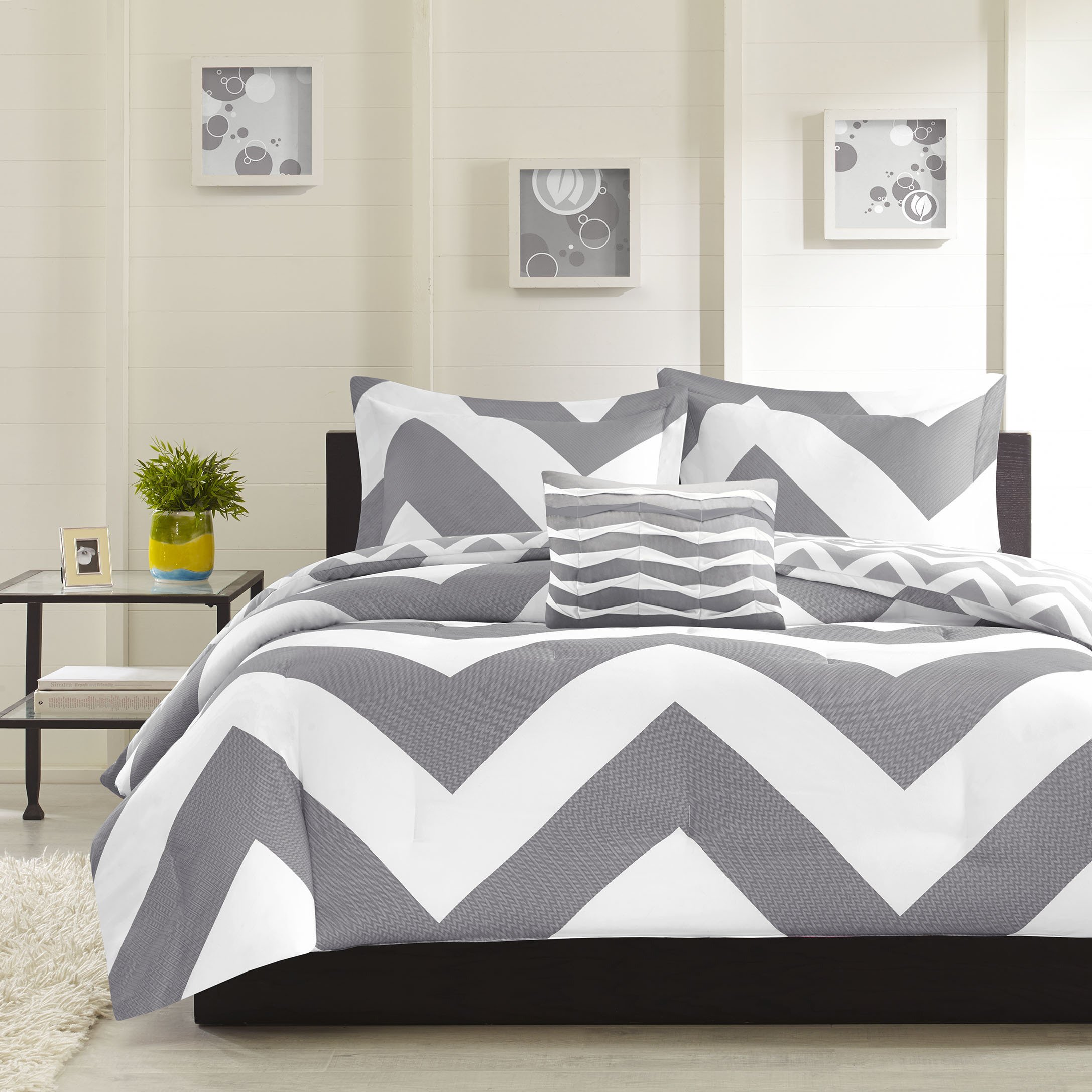 4 Piece Grey Chevron Comforter Full Queen Set, Stylish ZigZag Stipes, Horizontal Zig Zag Stripe Themed Bedding, Modern Geometric V Shaped Line Striped Pattern, White Gray