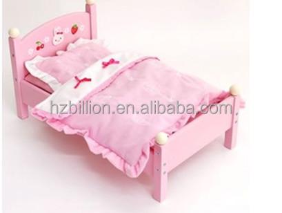 Etagenbett Puppe : Ein weißes holz etagenbett mit einem rosa kissen und frames an