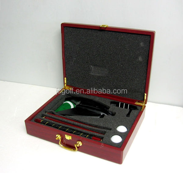 Red Wooden Box Office Indoor Golf Automatic Putting Set