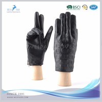 2017 New style crocodile skin embossed lambskin leather gloves for men's driving gloves