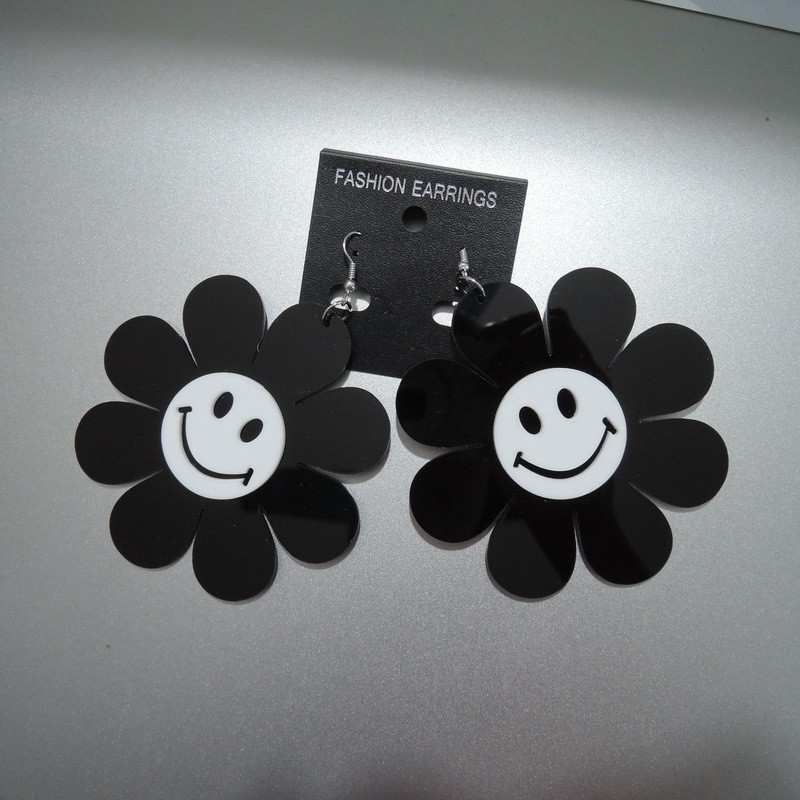 Simple Flower Design Black And White Sunflower Shaped With Smile Face Lucky Dangle earring