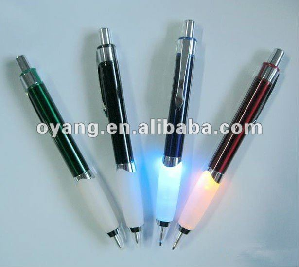 Flashing bulb pen light up pen