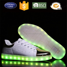 Donne Uomini USB di Ricarica Luce Lampeggiante Simulazione Sneakers Pelle di Coccodrillo Scarpe Per Adulti Colorful Led Luminosi Smith Shoes.<span class=keywords><strong>html</strong></span>