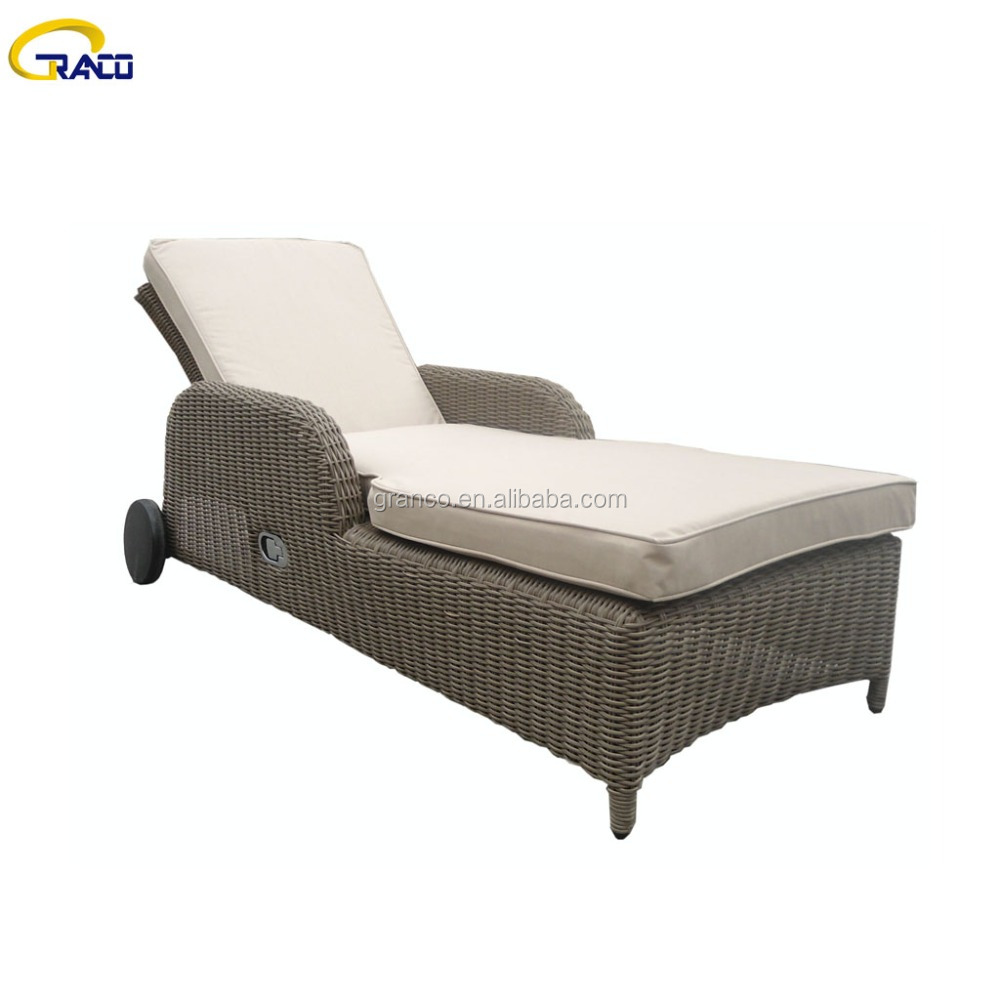 Outdoor High Used Rattan Chaise Lounge with Arm