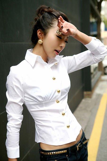 La mujer del verano ropa, señora elegante camisa blanca