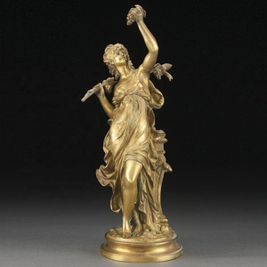 Outdoor Display Gold Color Ancient Greek Dess Of Love Statue Holding G