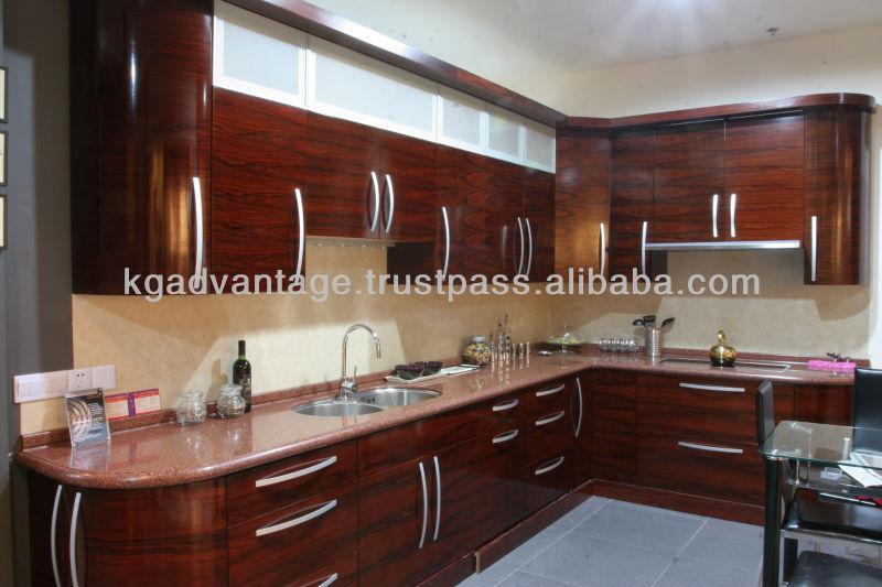 Contemporary Kitchen Lacquered High Gloss Airone Torchetti: الحديثة عالية اللمعان ورنيش الخشب مطبخ مجلس الوزراء القشرة