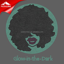 Bling Afro Mädchen <span class=keywords><strong>Strass</strong></span> Designs Großhandel Design T Shirts <span class=keywords><strong>Glow</strong></span> in The <span class=keywords><strong>Dark</strong></span>