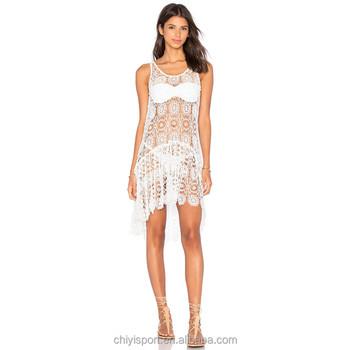 9716c1a1b6c8 Sexy beach caftani per le donne pantaloncini bianchi senza spalline di  pizzo trasparente vestito dalla spiaggia