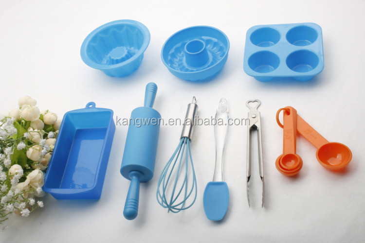 FDA Colorful silicone kids baking sets in bakeware sets