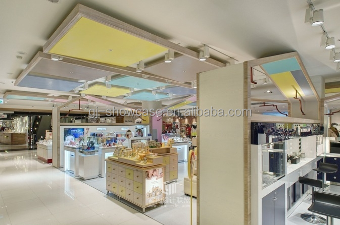 Professional production showcase for baby clothes store for Interior design shopping