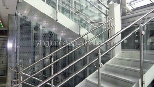 installation de garde-corps en verre sans cadre