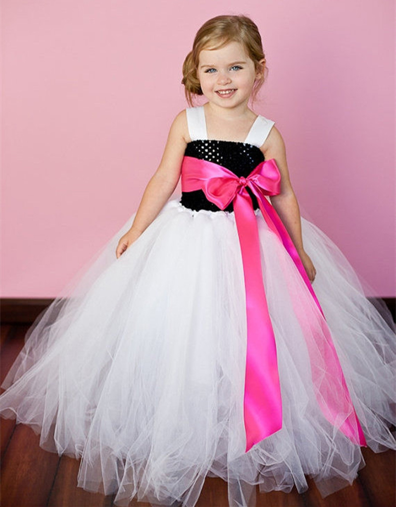 Faye is an exclusive designer girls clothing brand that lets you buy kids wear and baby girl dresses online. We pride ourselves in designing and providing uniquely beautiful and chic designer collection of dresses for little girls in India whilst making sure that comfort for your kid girl is given highest priority.