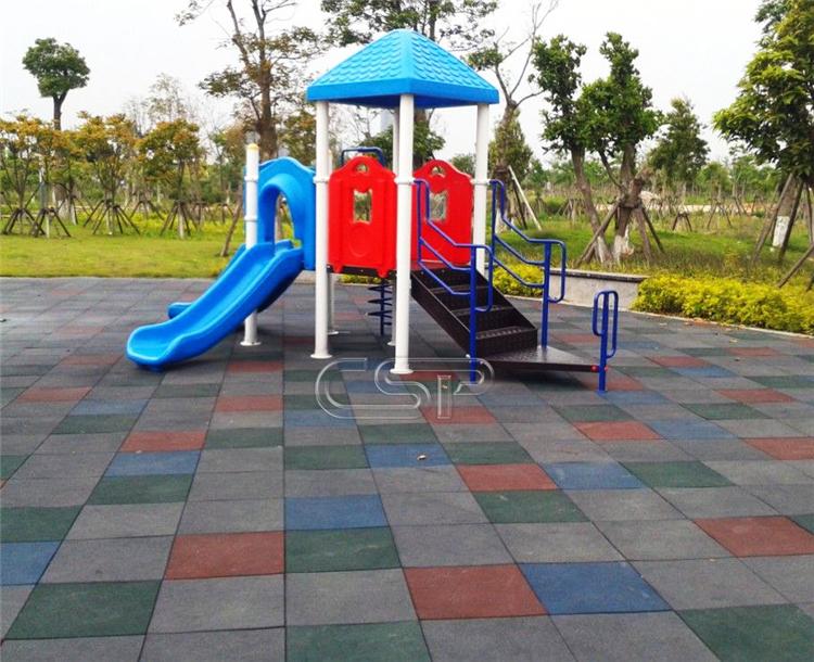 groothandel goedkope outdoor speeltuin rubber matten