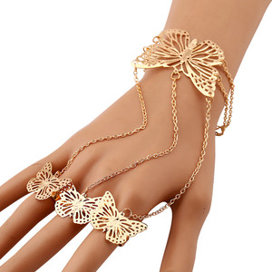 Wholesale Fashion Gold Alloy Hollow Butterfly Bracelet Hand Chain with Ring