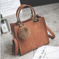 Get 500$ Coupon China Manufacturer Wholesale Custom Design Real Leather Fashion Pom Pom Lady Hand Bag Woman Handbag For Woman