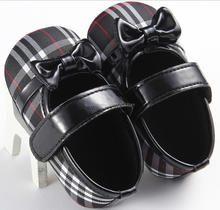10 paires <span class=keywords><strong>MOQ</strong></span> <span class=keywords><strong>bébé</strong></span> noeud noir mary jane <span class=keywords><strong>bébé</strong></span> robe chaussures <span class=keywords><strong>bébé</strong></span> filles chaussures <span class=keywords><strong>bébé</strong></span> chaussures <span class=keywords><strong>de</strong></span> marche