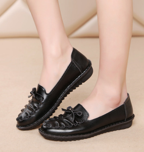 New design slip on absorbent comfortable fashion casual middle and old aged ladies soft shoes