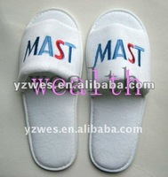 2012 Customized logo embroidery bedroom slippers for hotel