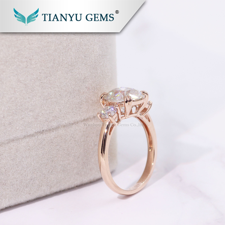Tianyu Gem Double Claw Prongs Set 18K Solid Rose Gold  3 Stones Antique Cushion Moissanite Ring For Women