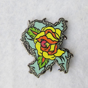 Custom design hard enamel lapel pins black nickle flowers badges in kunshan USA Style