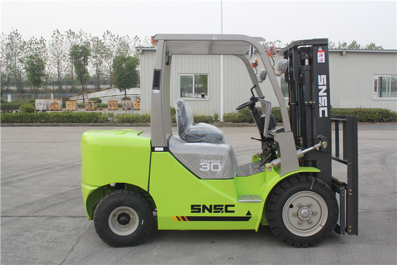 Green forklift 3t with environment protection