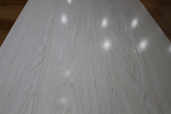 Grey shiny laminate flooring gurus floor for Shiny laminate flooring