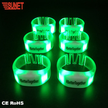 Light Up Konser RGB Warna Gelang LED Berkedip Gelang Remote <span class=keywords><strong>Software</strong></span> Dikendalikan LED Gelang