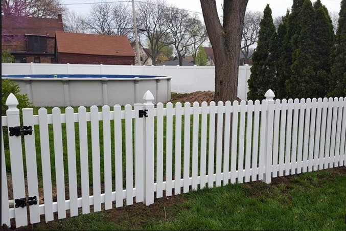 white vinyl (pvc) portable picket fence